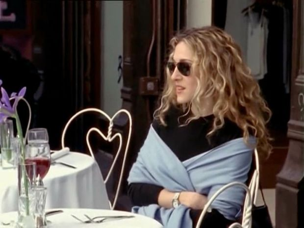 Carrie Bradshaw proudly dines alone.