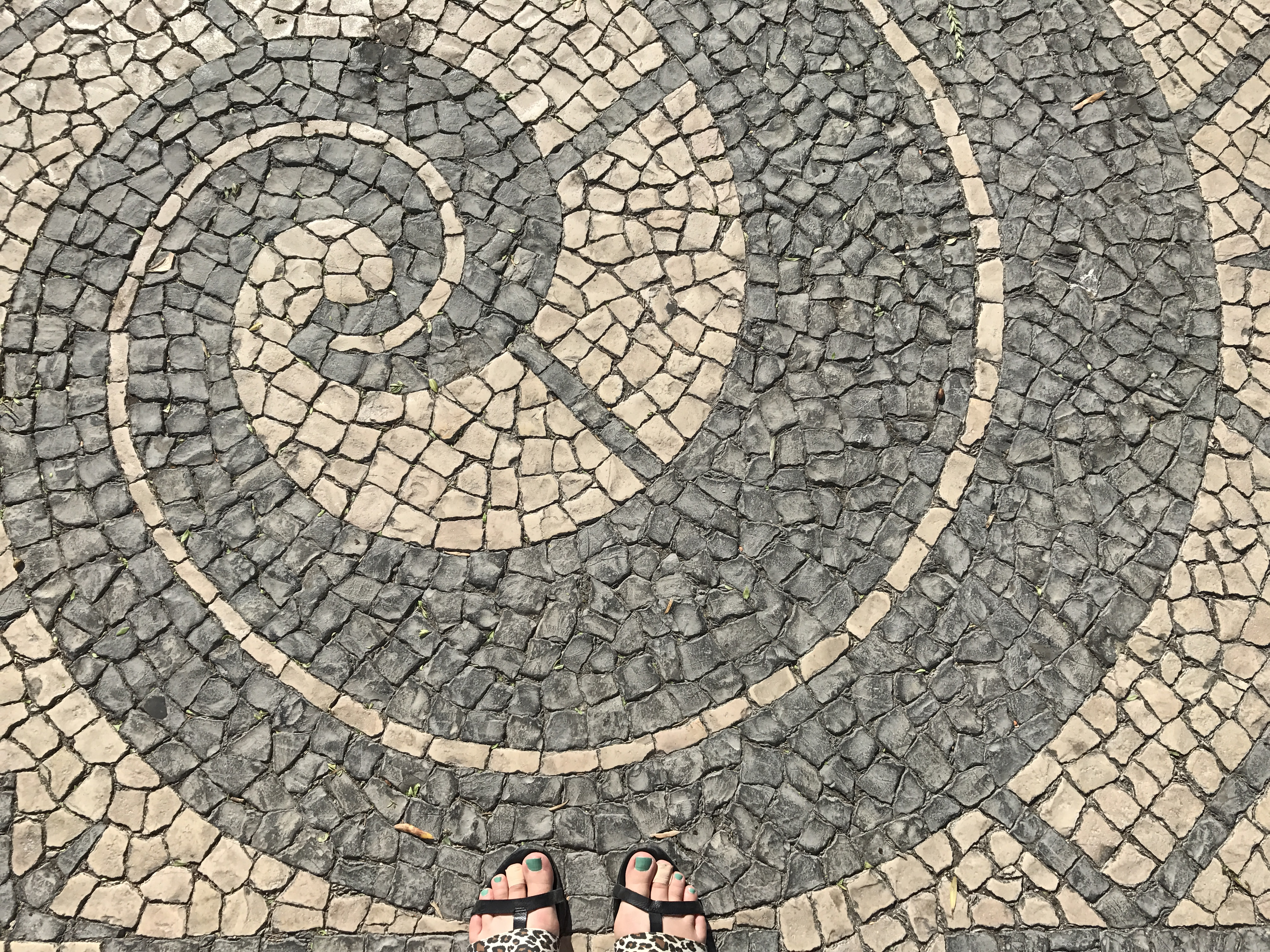 History jill kimball from the moment we arrived in lisbon we saw tiles everywhere they fit together in elaborate hand painted murals narrating lisbons maritime history in dailygadgetfo Images